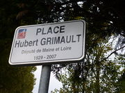 Photographie de la plaque de la place Hubert Grimault à Angers.